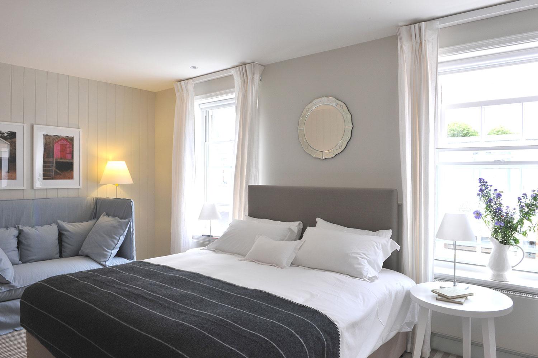 The Crown at Woodbridge - double bedroom